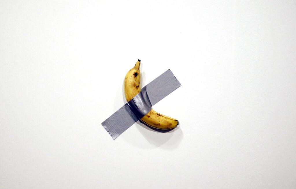 maurizio-cattelan-banana