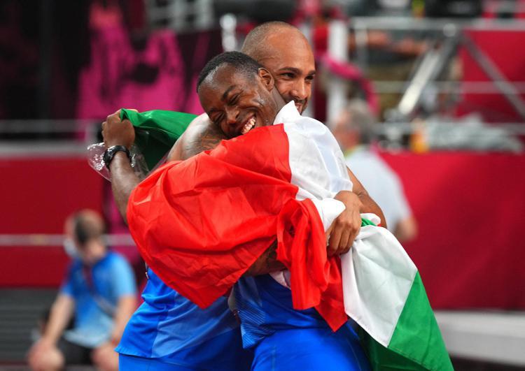 olimpiadi italia abbraccio afp