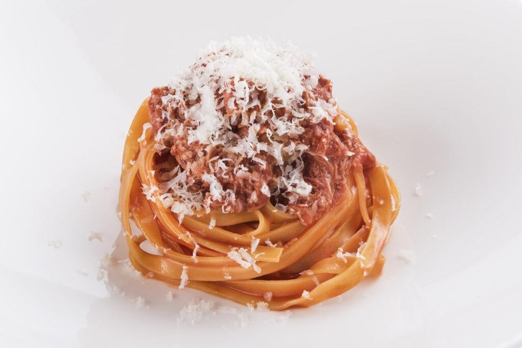 Fettuccelle al ragù di carne e pomodoro, di Niko Romito. Credits: Brambilla Serrani